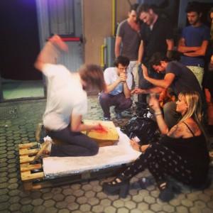 """Una scena dal backstage di """"Nona"""""""