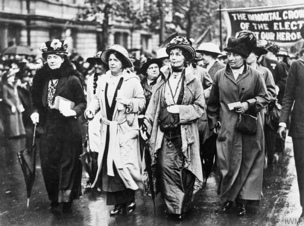 Corteo di Emmeline Pankhurst nel 1908
