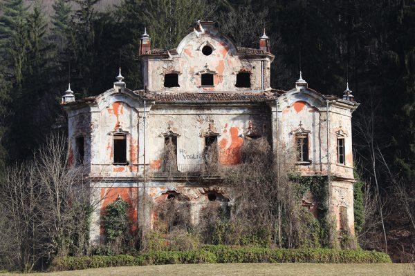 Villa De Vecchi, una magione in stile Arkham a Cortenova (Lecco). (Foto: V. Di Domenico)