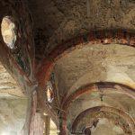 Villa De Vecchi. Le volte a botte mostrano tracce delle antiche decorazioni.