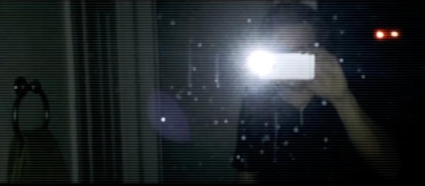 Realtà Aumentata con Night Terrors: un'inquietante presenza appare nello specchio.