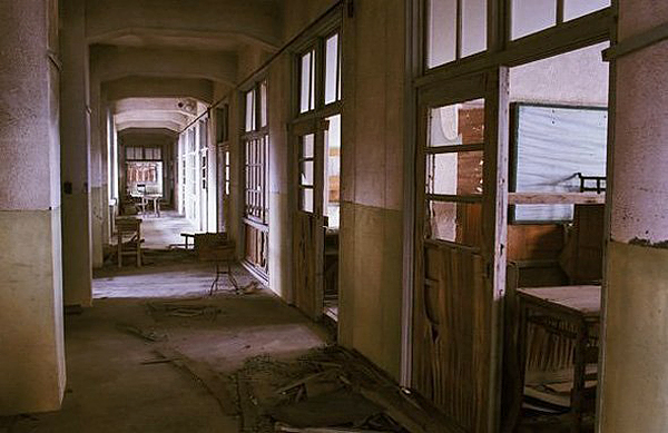 Isola di Hashima - interni di un edificio abbandonato