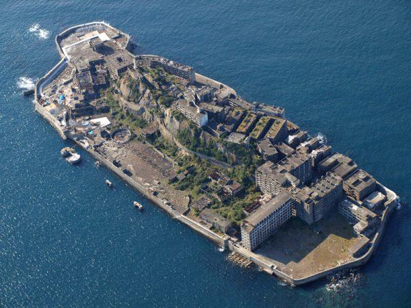 """Isola di Hashima (anche """"Gunkanjima"""") vista dal'alto"""