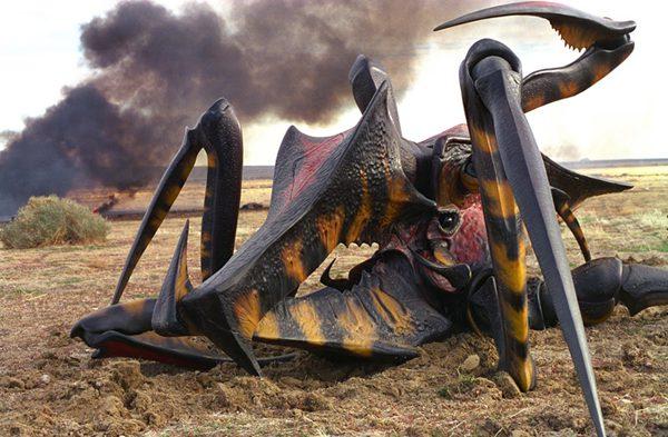 Il ragno nel cinema fantastico: Un alieno Aracnide messo fuori combattimento, in Starship Troopers (1997), film di Paul Verhoeven che raggiunge un grandioso impatto visivo nel mettere in scena l'omonimo romanzo di Robert A. Heinlein.