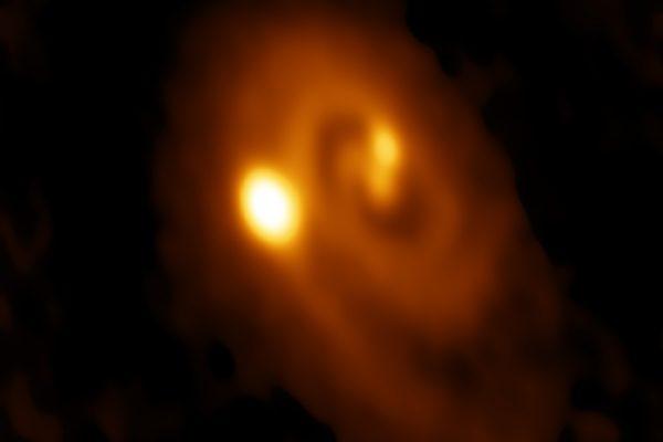 Nuovi indizi su Nemesis: Un sistema ternario in formazione nella Nube di Perseo