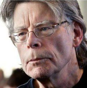 Lo scrittore Stephen King, il Re dell'Horror e degli adattamenti cinetelevisivi